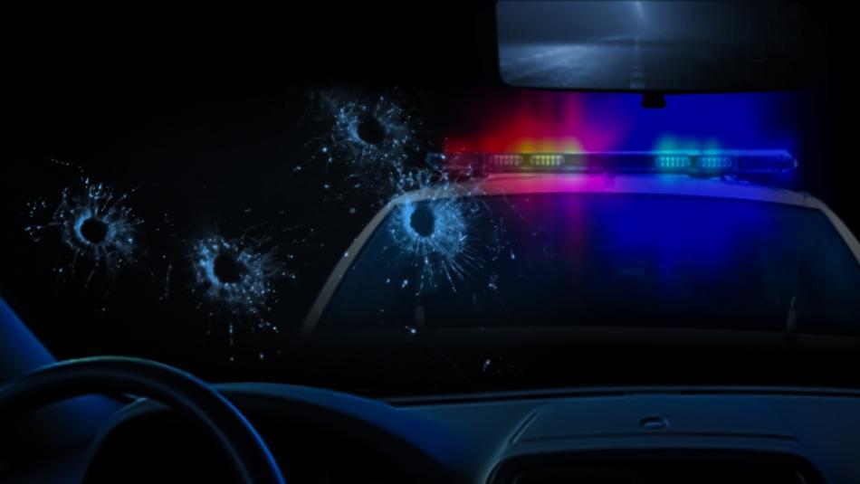 Una dintre maşinile de poliţie în care au tras cei doi atacatori.