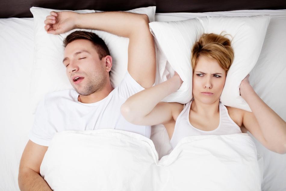 """Sforăitul nu este doar deranjant pentru """"partenerul de pat"""", ci este asociat şi cu porbleme de sănătate."""