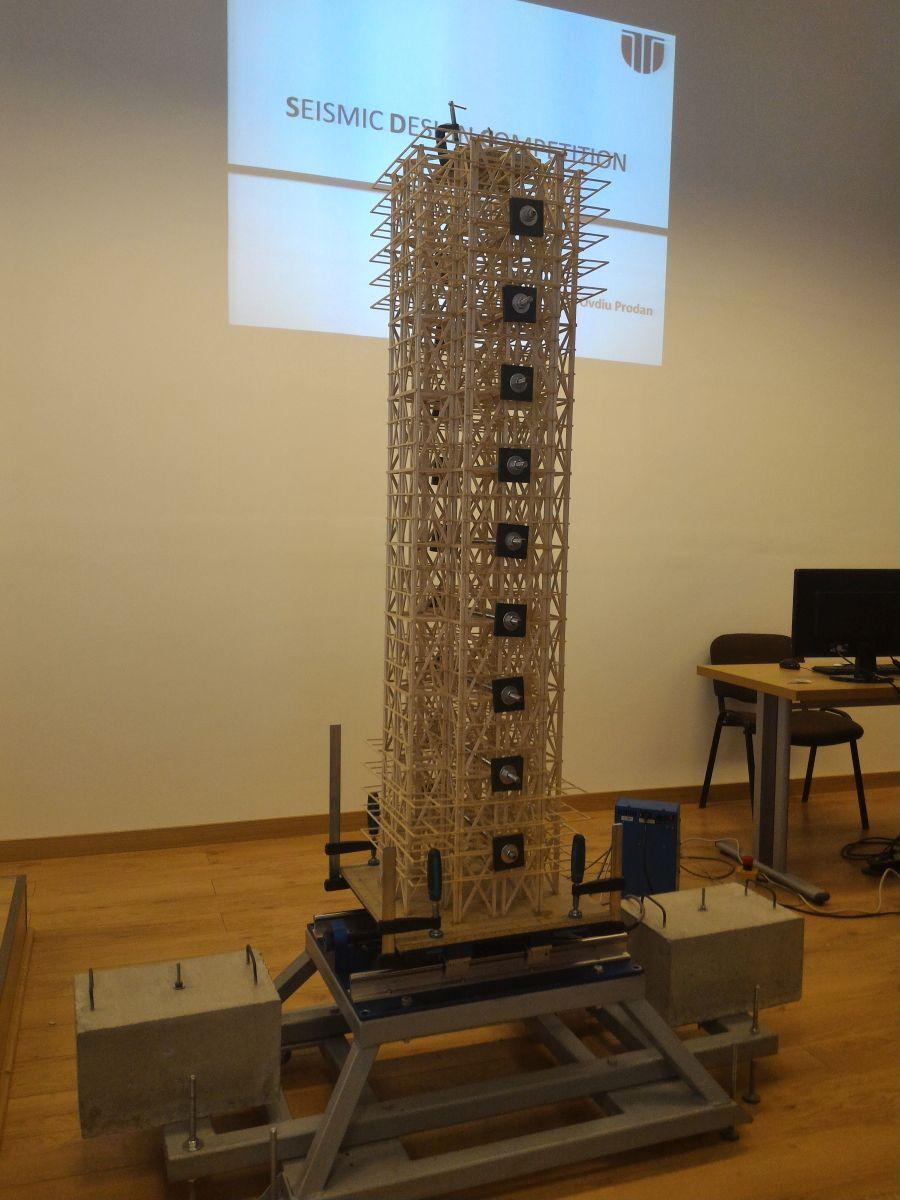 Macheta de 29 de etaje, testata la un cutremur de 7