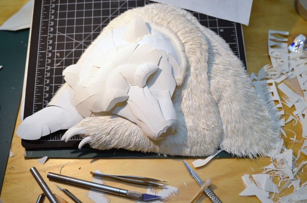 Calvin Nicholls, artistul talentat din Toronto care sculptează în hârtie.