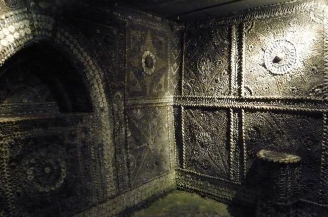 Templul scoicilor din subteranul unui oraş englez