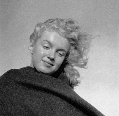 Marilyn Monroe fără fard. Fotografiată de iubitul ei, la 20 de ani, pe vremea când nu era sex simbol