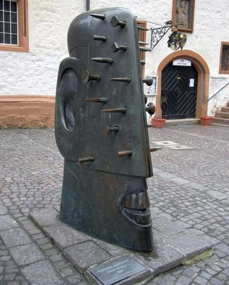 Cele mai BIZARE sculpturi din toată lumea