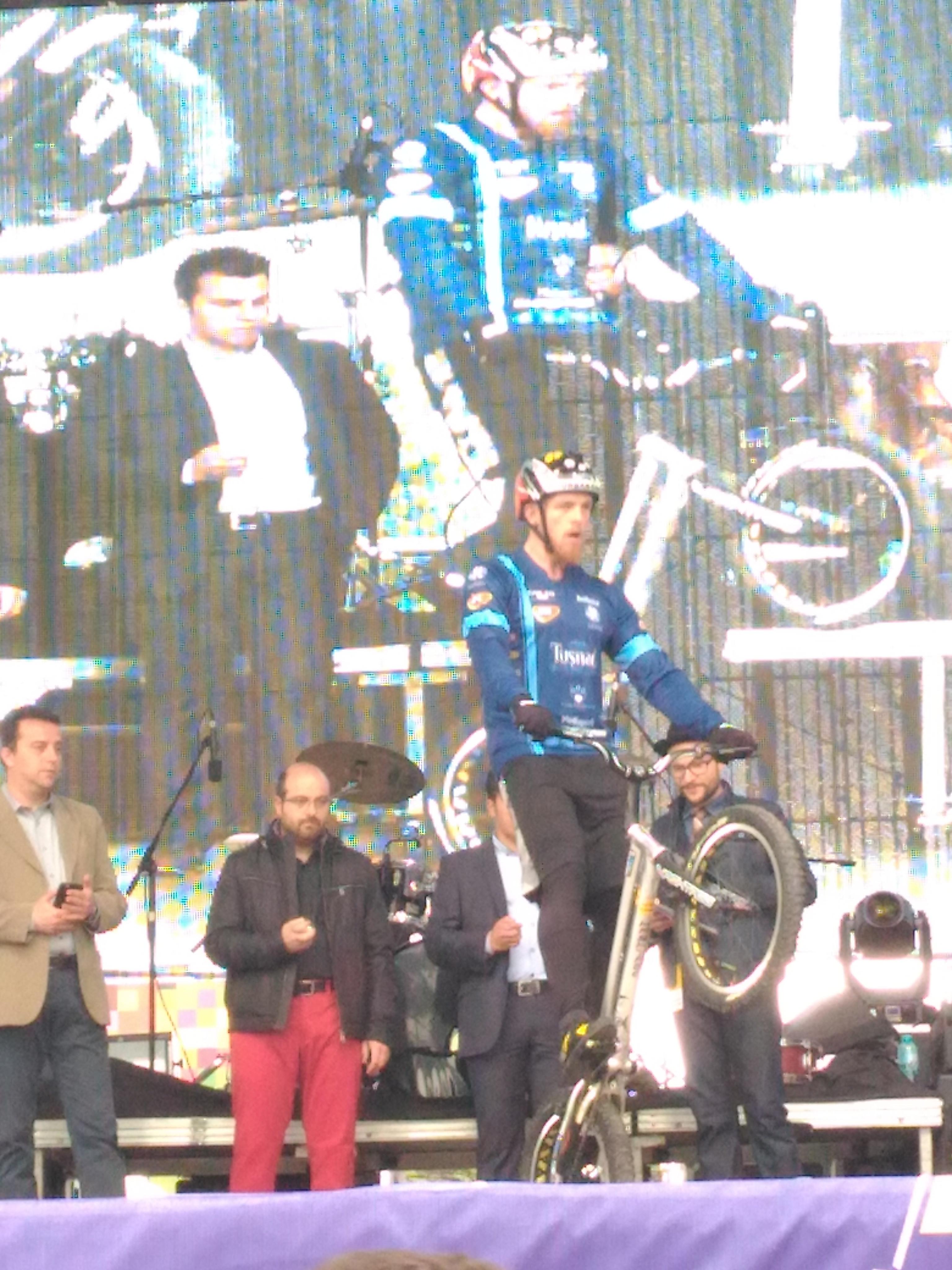 Cu 561 de sărituri pe o roată, ciclistul Orban Barra Gabor ar putea intra din nou în Guinness Book