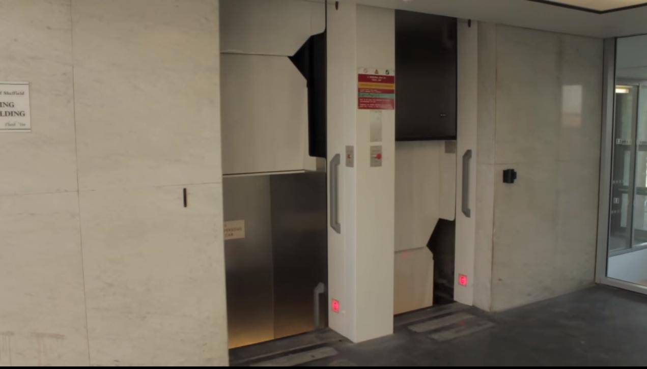 Cel mai periculos lift din lume, Paternoster, nu se opreşte niciodată.