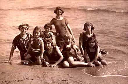 Pe vremea regelui Carol al II-lea, românii se distrau vara pe plajele Duduia, Tataia sau Trei Papuci