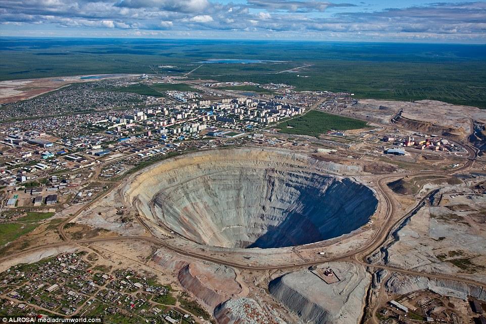 Craterul rusesc care valorează 13 miliarde de lire. Bogăţiile din mină au ajutat la reconstruirea imperiului rusesc