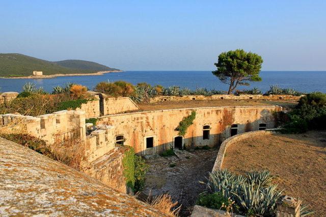 Lagărul deţinut de Mussolini  va deveni un hotel de lux