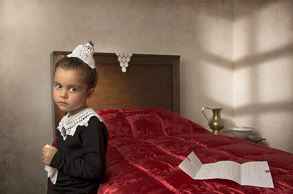 Un tată din Melbourne şi-a fotografiat fiica de cinci ani în ipostazele marilor pictori renascentişti, flamanzi sau italieni