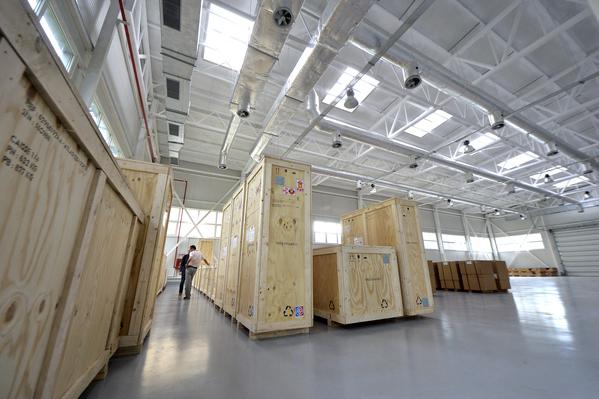 Primele imagini cu laserul de la Măgurele, compomentele au fost aduse în România. Mediafax Foto / Marian Ilie