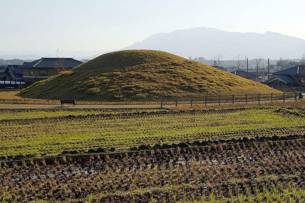 Mormintele japoneze realizate sub forma găurii de cheie, simbol al perioadei kofun