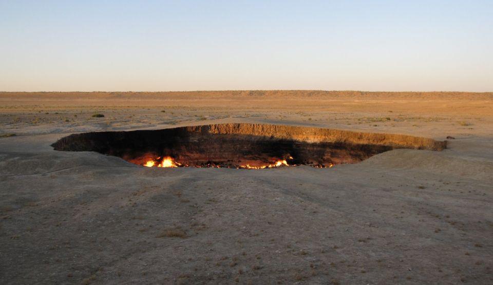 Poarta către Iad, craterul care arde încontinuu din 1971