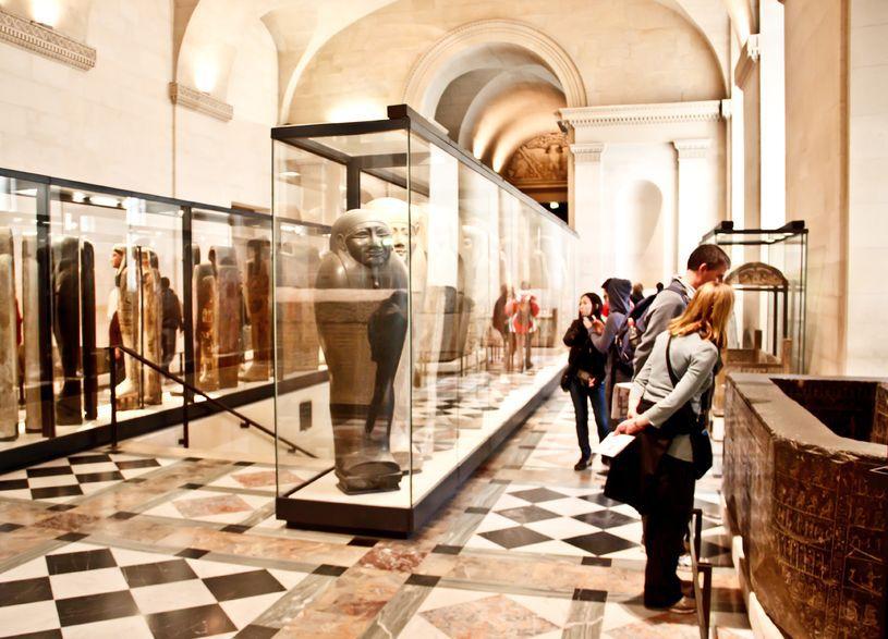 Secretele celui mai vizitat muzeu din lume, Louvre clădirea construită iniţial ca palat