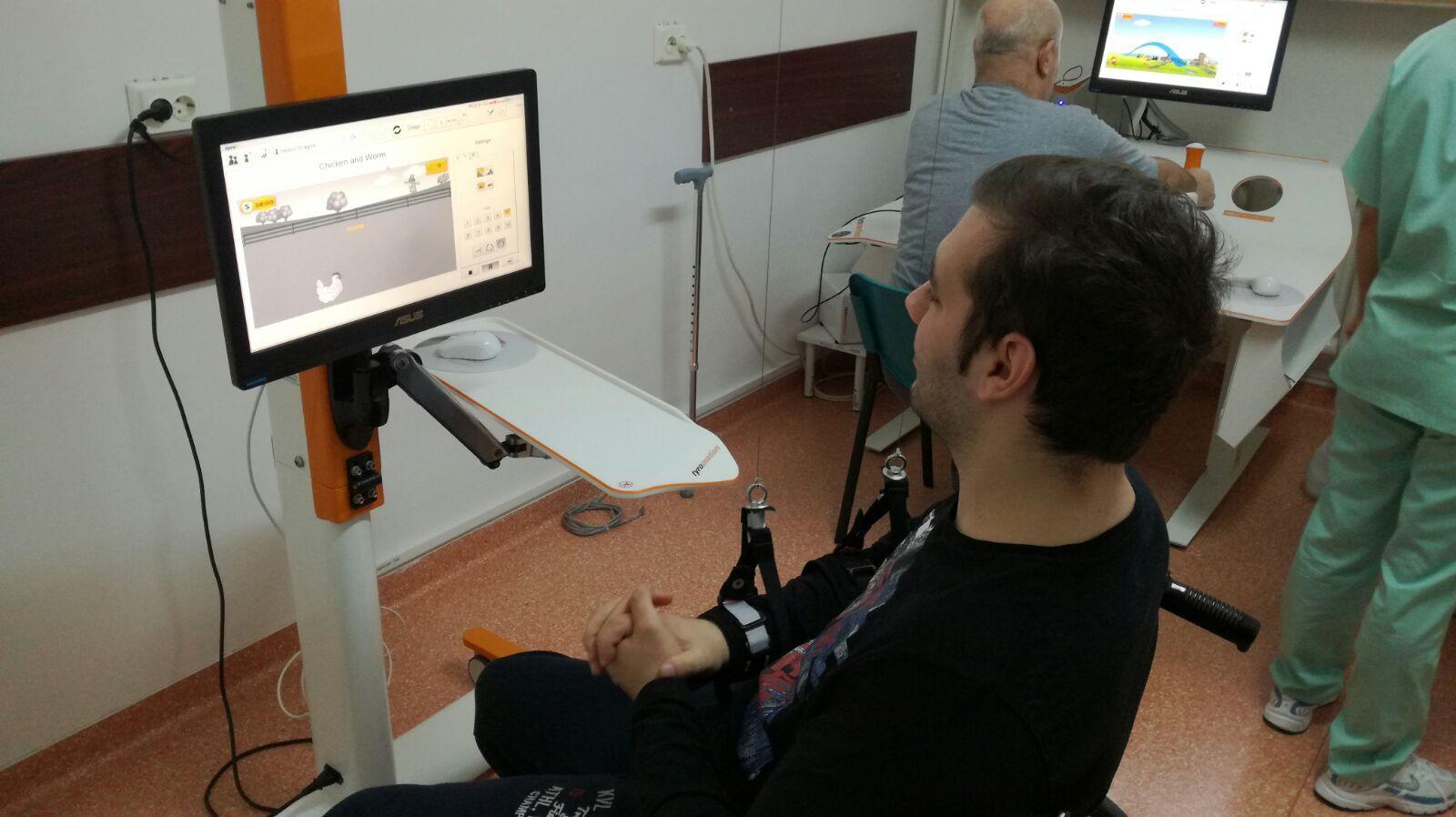 Robotul din Iaşi care îi ajută pe pacienţi să-şi recupereze mobilitatea