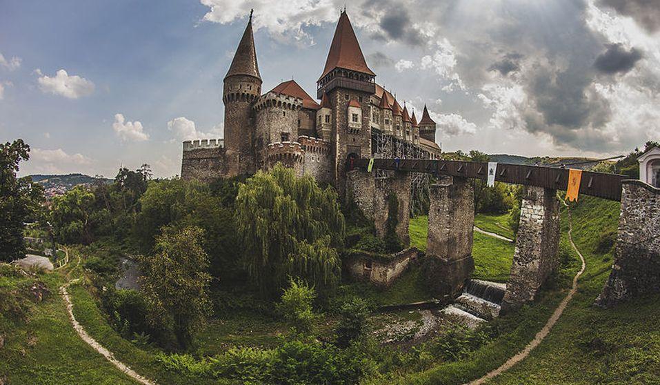 Castelul Huniazilor, una dintre cele mai mari fortăreţe din Europa