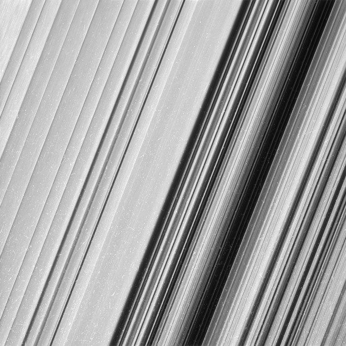 Imagini incredibile cu inelele lui Saturn, realizate de sonda Cassini