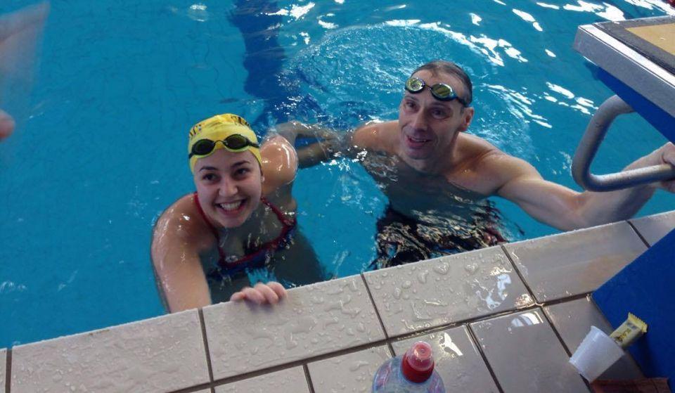 O tânără de 24 de ani, prima femeie din România care a înotat 24 de ore neîntrerupt