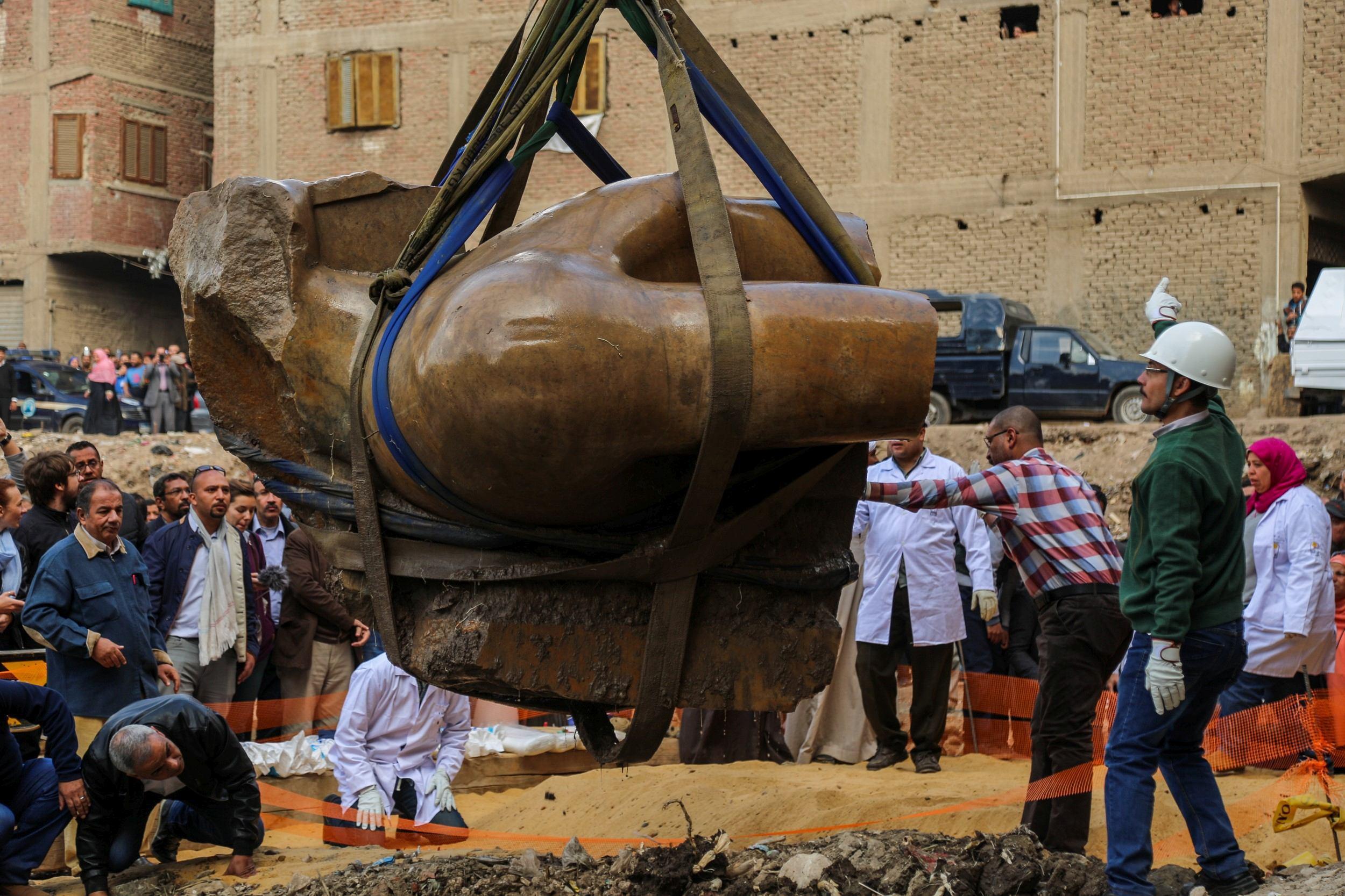 O statuie a faraonului Ramses al-II-lea a fost descoperită la periferia oraşului Cairo