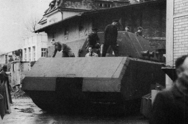 Imagini rare cu super-tancul naziştilor construit în timpul celui de Al doilea Război Mondial