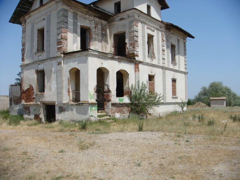 Vechile conace boiereşti din Oltenia sunt în paragină
