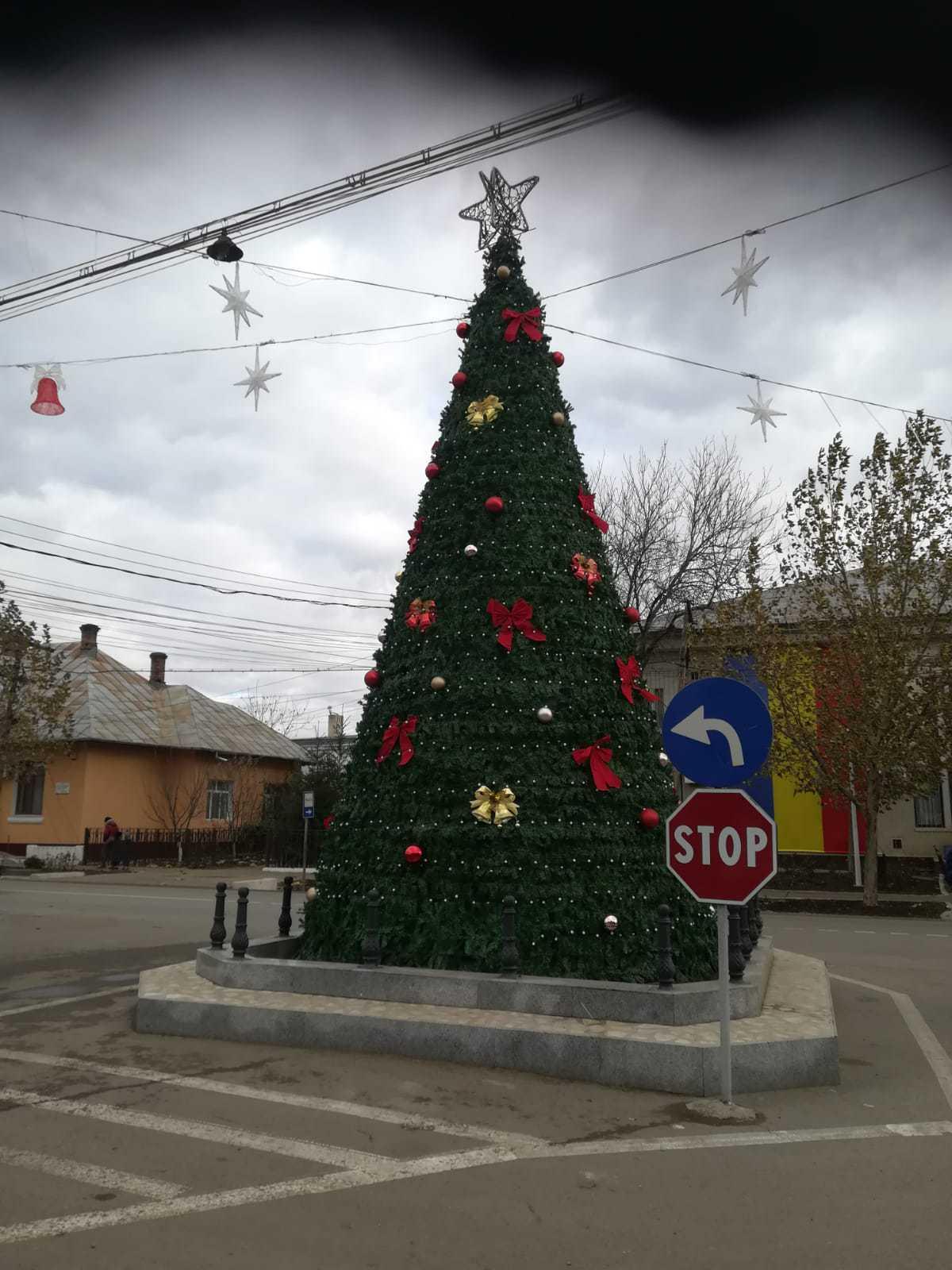 Monument în Galaţi, transformat în brad de Crăciun