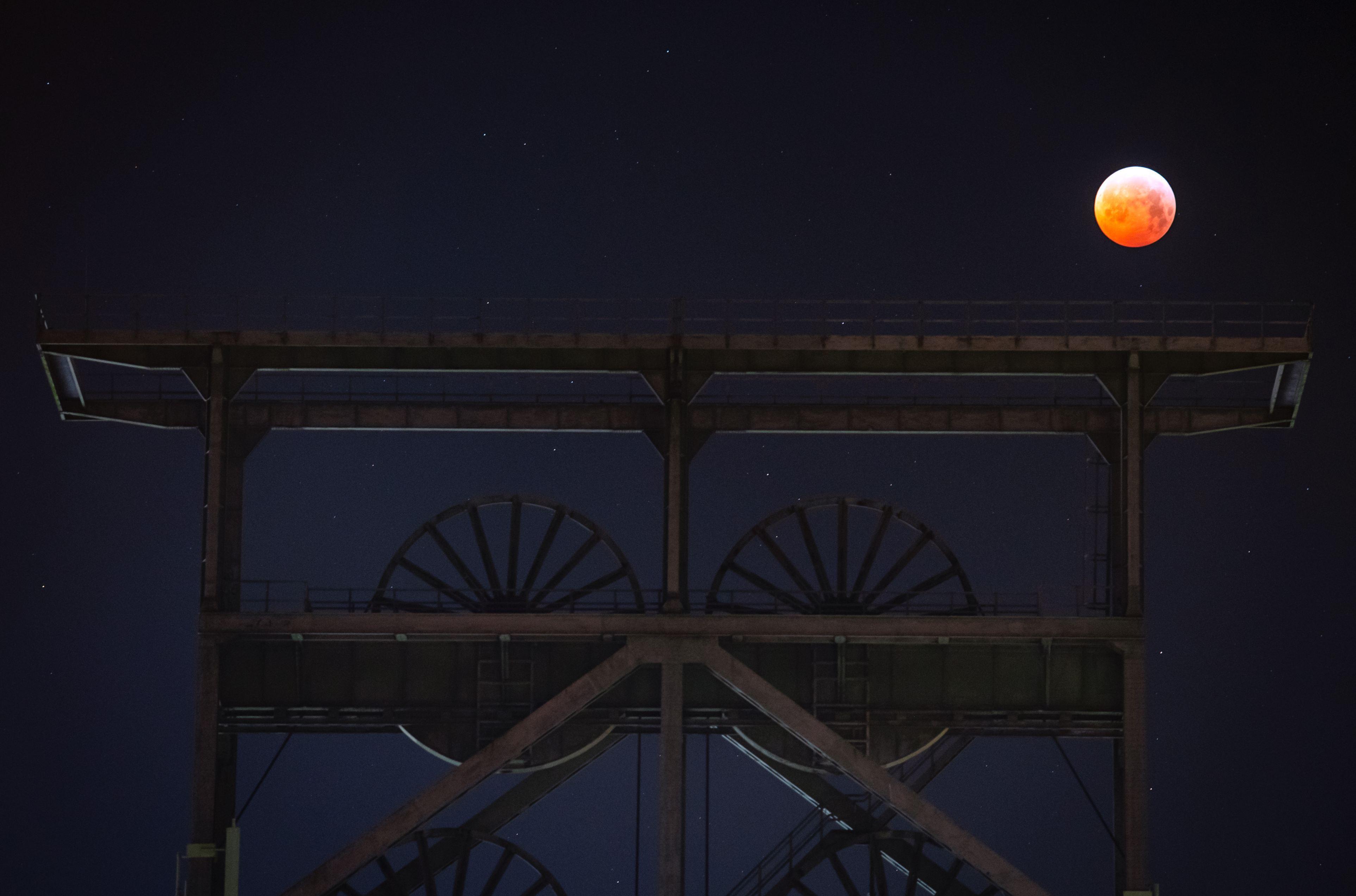Imagini cu eclipsa totală de Lună din ianuarie 2019